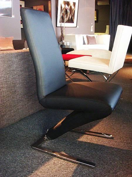 美人懸背椅-乳膠皮+高密度泡棉+不鏽鋼鐵管.jpg