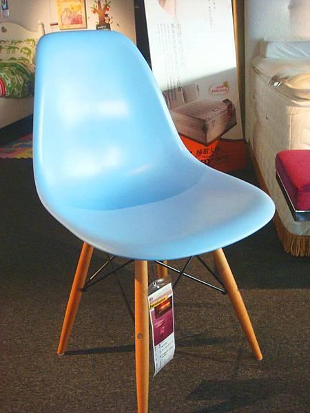 楓木腳椅(藍)--玻璃纖維+實木+抗氧化鍍鉻鐵管.jpg