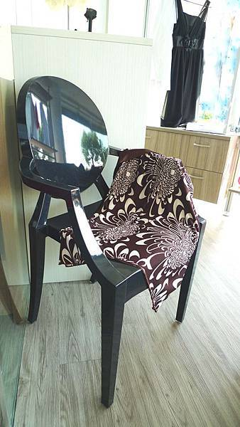 魔鬼椅(黑)-壓克力12MM.jpg