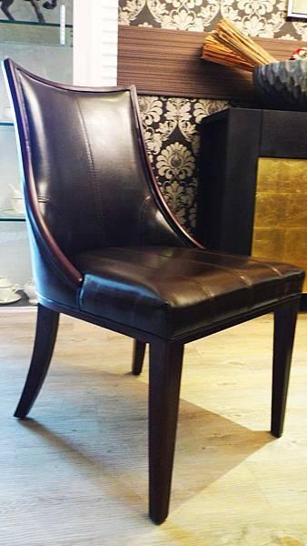 櫸木胡桃色皮面餐椅(胡桃色)---松木實木貼櫸木皮+乳膠皮.jpg