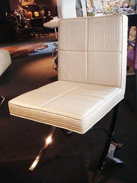 蘿倫餐椅-PVC皮+拉皮扣+鍍鉻鋼.jpg