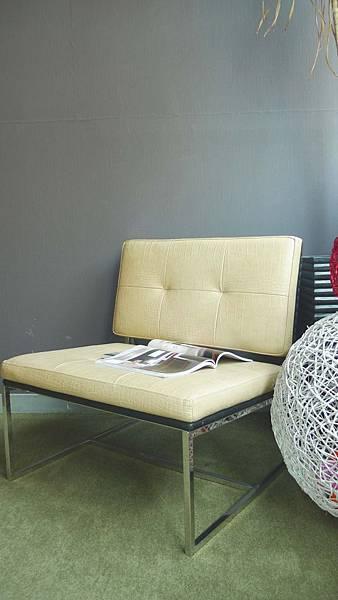 鱷魚皮紋五金單椅(米色)-不鏽鋼鐵管+乳膠皮革+高密度泡棉.jpg