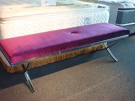 拉丁床尾椅(紫色)-絨布+高密度泡棉+不鏽鋼鐵管.jpg