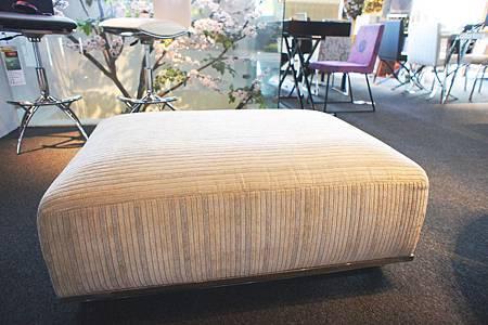 美式絨布腳凳(白)-高級絨布+高密度泡棉+不鏽鋼鐵管.jpg