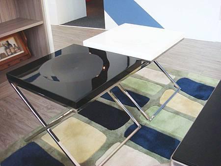 現代簡約烤漆扶助椅(黑、白)--MDF+鏡面烤漆+不鏽鋼鐵管.jpg