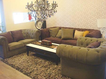 芬蒂沙發(1+2+3)綠咖色--柳安實木框架+高密度泡棉+麡皮絨布.jpg