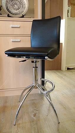 高背皮面吧台椅黑色-不鏽鋼管+乳膠皮革.jpg