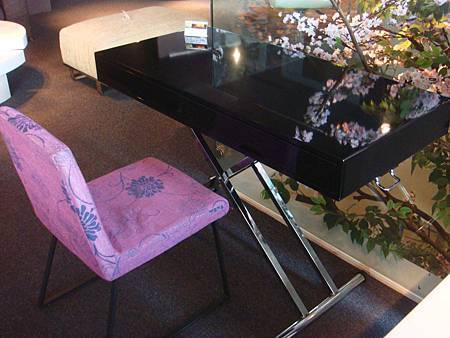 比雅諾鏡面PU黑色升降桌--E1纖維板+鏡面PU烤漆+五金抗氧鍍鉻處理.jpg