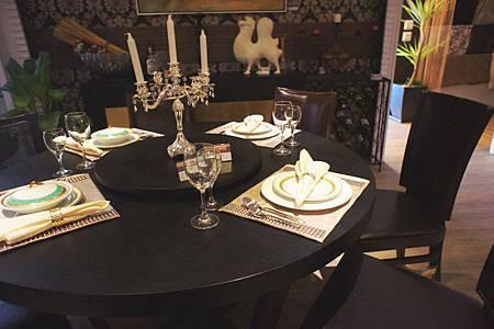 紅橡餐桌(雙層)(歐地娜訂做)紅橡色-實木貼橡木皮.jpg