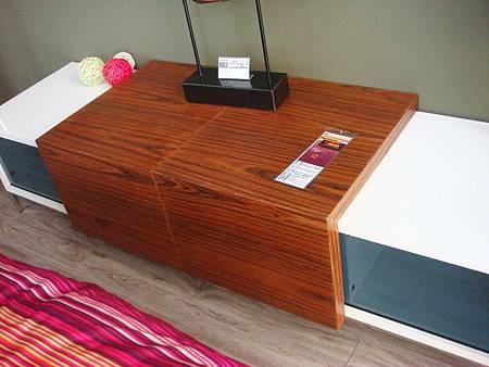 時尚斑馬紋6尺電視櫃-MDF材料+斑馬木皮PU漆處理+不銹鋼座腳.jpg