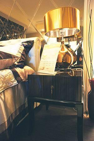 奧莉特邊几(桌面咖啡木紋+桌腳黑色)-黑檀木鏡面烤漆.jpg