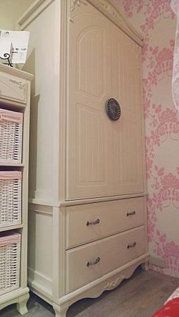 貝妮亞3.2尺衣櫥(米白)-MDF全烤式.jpg