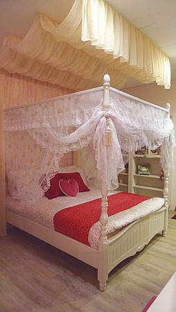 貝妮亞5尺公主床(含睡簾)米白色-MDF材質+鋼琴烤漆(環保漆).jpg