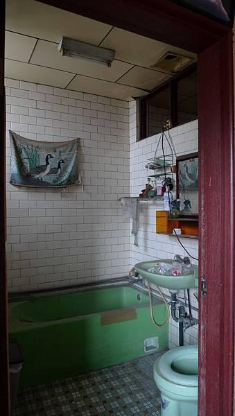 舊浴室.jpg