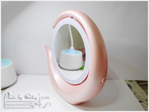 化妝台上的必備精品。YUWA。自然光化妝鏡燈。開箱新體驗 (3).jpg