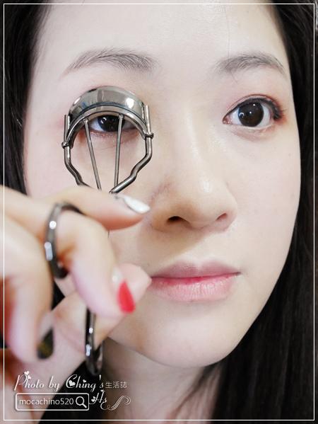 不接睫毛也能擁有迷人電眼。我的眼睛放大術。dejavu放肆驚艷超長進化版睫毛膏+就是不暈持久極細毛筆型眼線液 (10).jpg