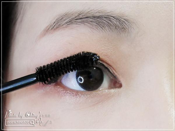 不接睫毛也能擁有迷人電眼。我的眼睛放大術。dejavu放肆驚艷超長進化版睫毛膏+就是不暈持久極細毛筆型眼線液 (12).jpg