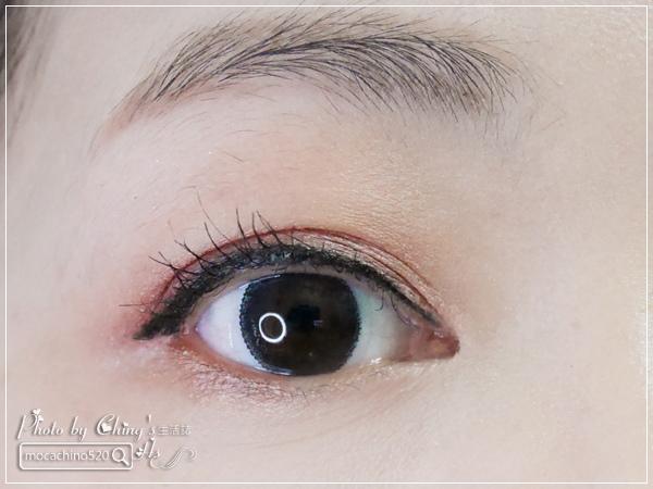 不接睫毛也能擁有迷人電眼。我的眼睛放大術。dejavu放肆驚艷超長進化版睫毛膏+就是不暈持久極細毛筆型眼線液 (15).jpg