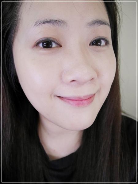 打造高清畫質絲緞光感透嫩妝容。FRANCENA法蘭西娜 輕透緞光粉底液 (8).jpg