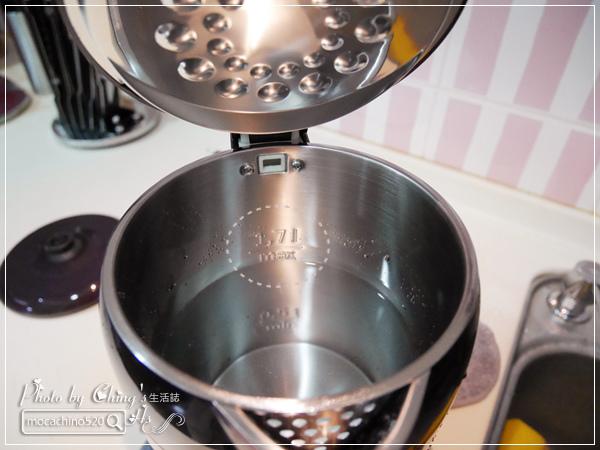 小家庭必備。Midea美的 1.7L 雙層防燙不繡鋼快煮壺 (16).jpg
