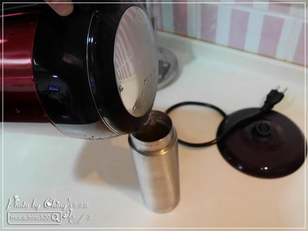 小家庭必備。Midea美的 1.7L 雙層防燙不繡鋼快煮壺 (18).jpg