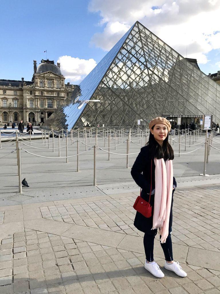 巴黎羅浮宮金字塔1.JPG