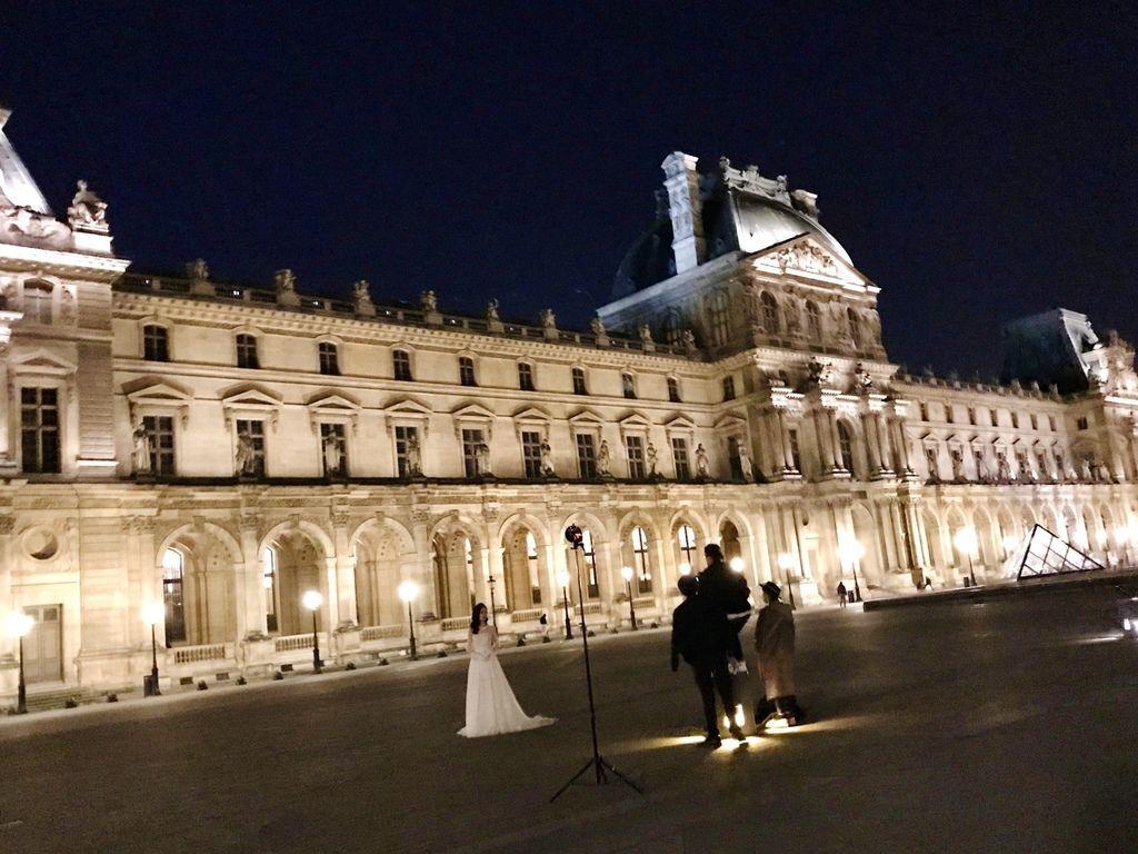 巴黎羅浮宮金字塔8.JPG