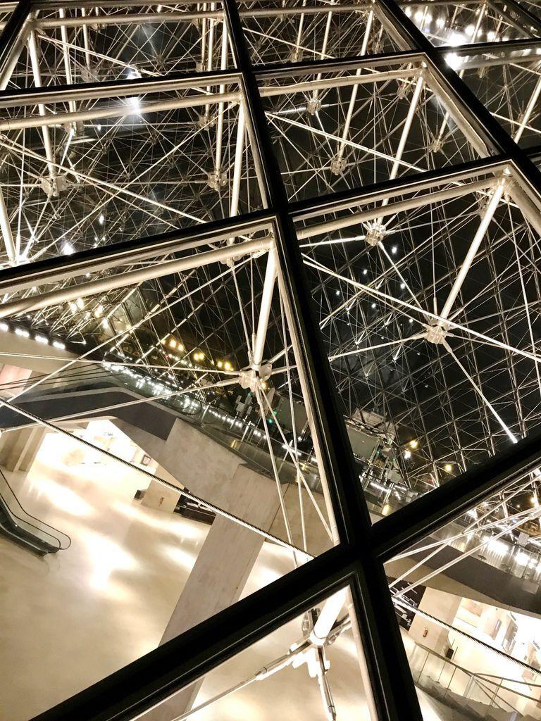 巴黎羅浮宮金字塔5.JPG