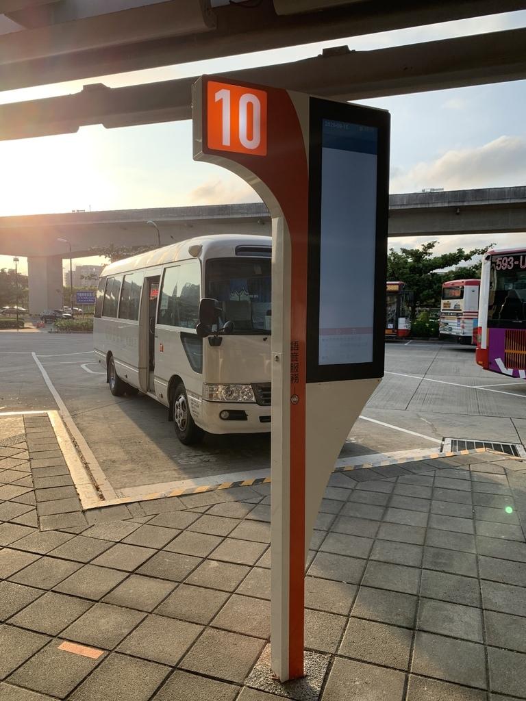 COZZI BLU和逸飯店桃園館_高鐵接駁車.JPG