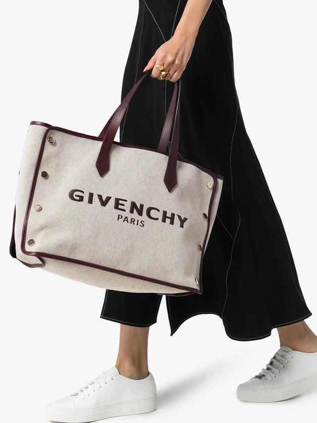 Givenchy.png