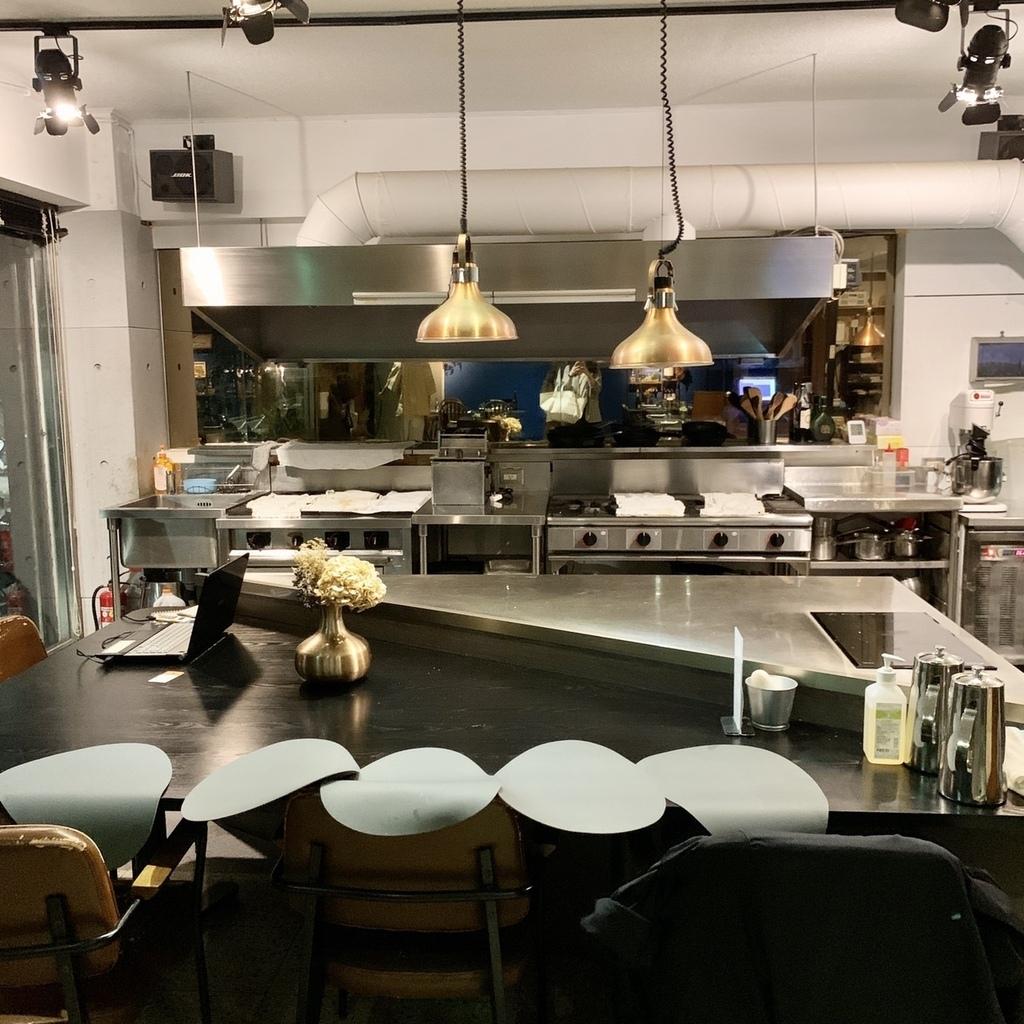 一號島廚房環境.jpg