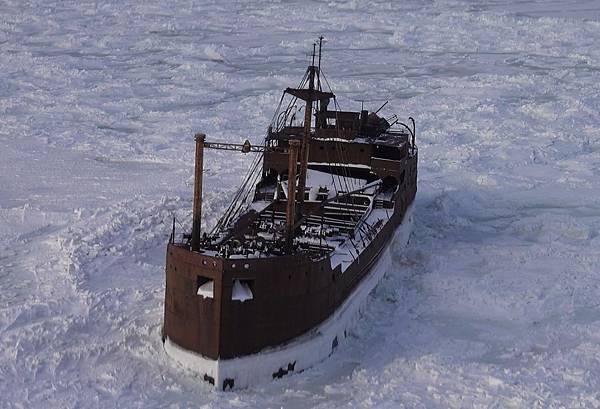 1071112 broken ship2.jpg