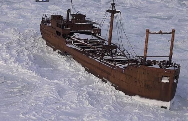 1071112 broken ship.jpg