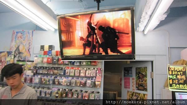 在INDEX店內也大力放送著DOA5的宣傳PV