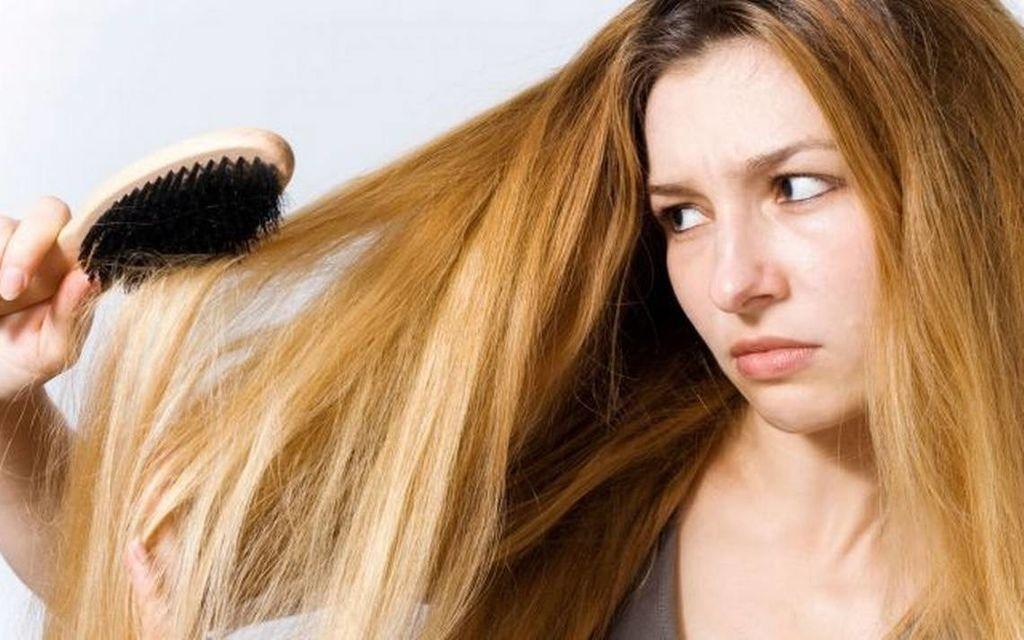 禿頭自我檢測、頭髮怎樣算少正常掉髮髮根頭髮怎樣算多洗頭一次掉多少頭髮正常髮量吹頭掉髮洗頭掉多少頭髮4.jpg
