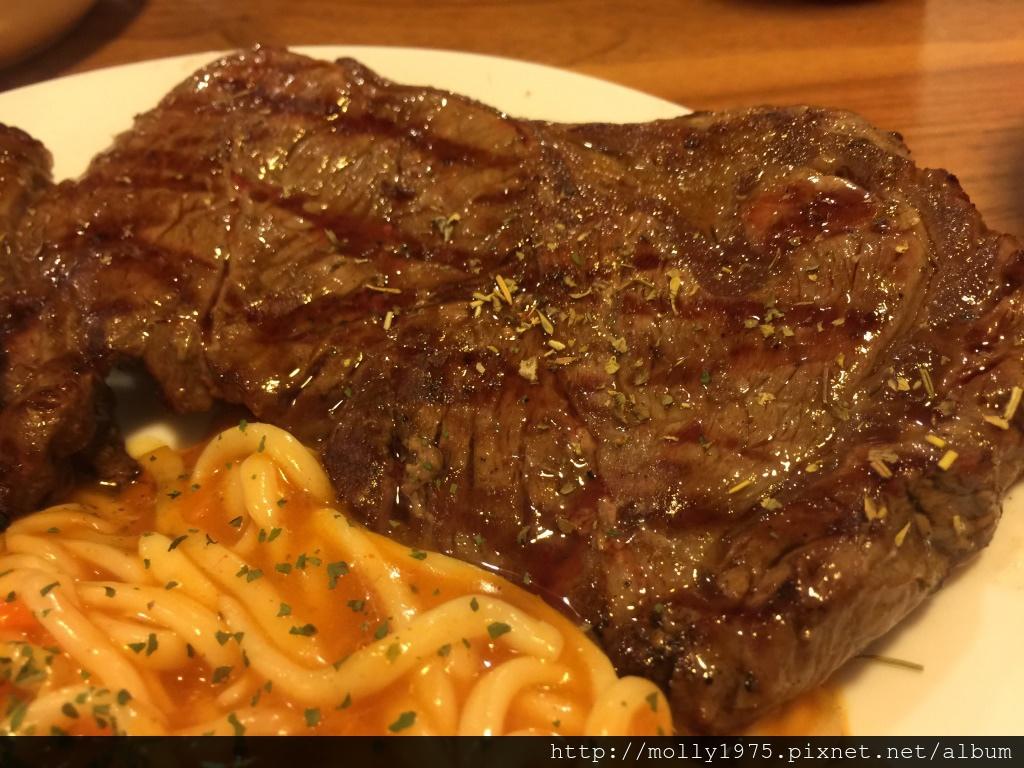 新莊Roast Steak燒烤牛排