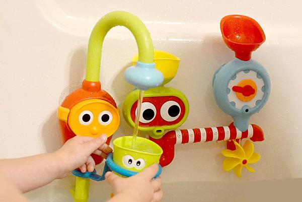 yookidoo-bath-time-toys1-mommy-scene.jpg