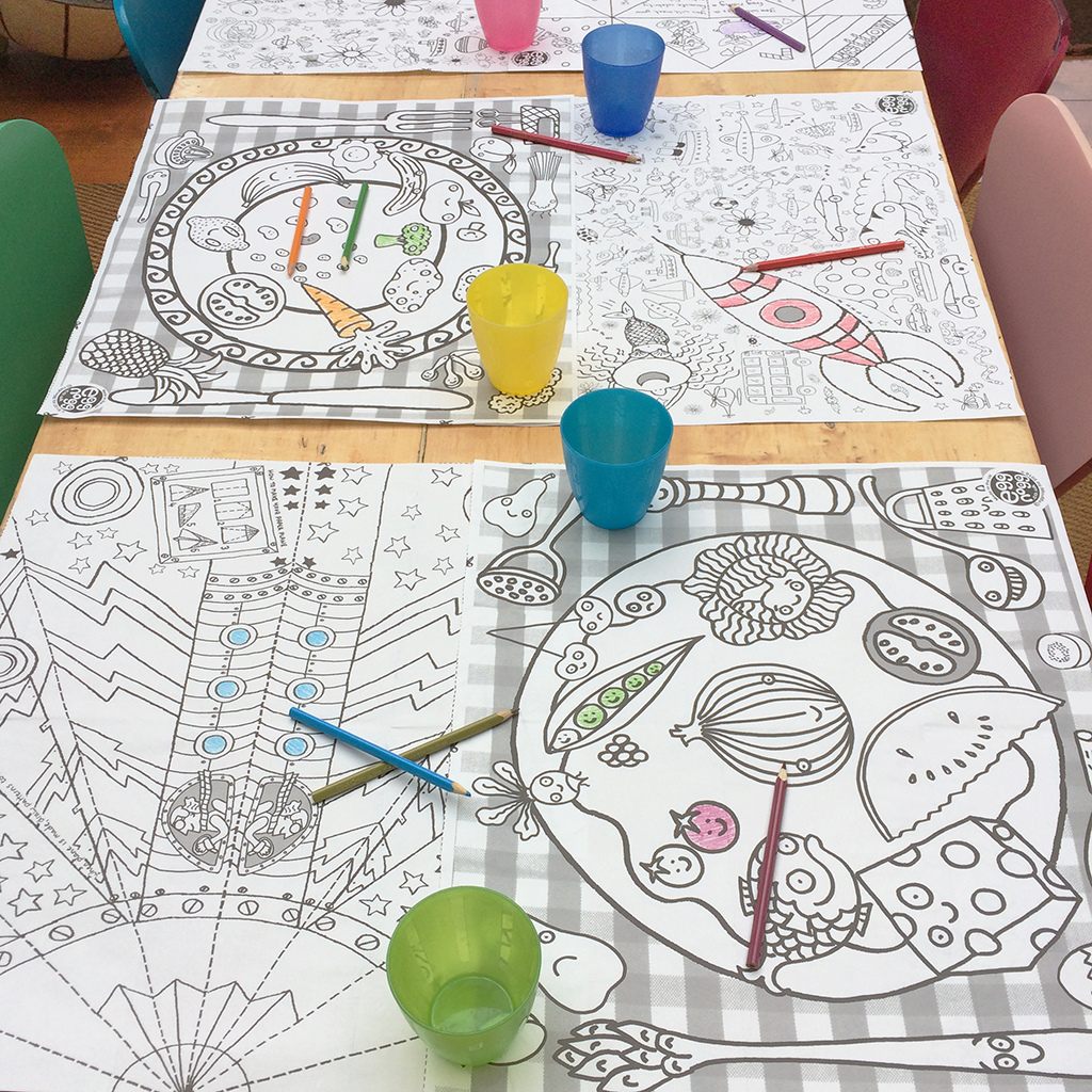 EGGNOGG-COLOUR-IN-PLACEMAT-PM01-table.jpg
