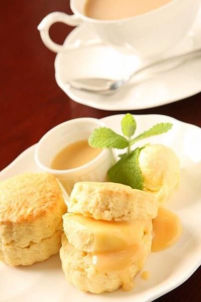 【ミルクジャムイメージ①】スコーン・クロテッド・紅茶・ジャム-433x650.jpg