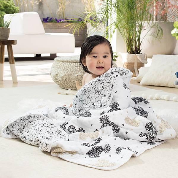 aden-anais-baby-dream-blanket-disney-mickey-90-metallic-gold-3_DISN256.jpg