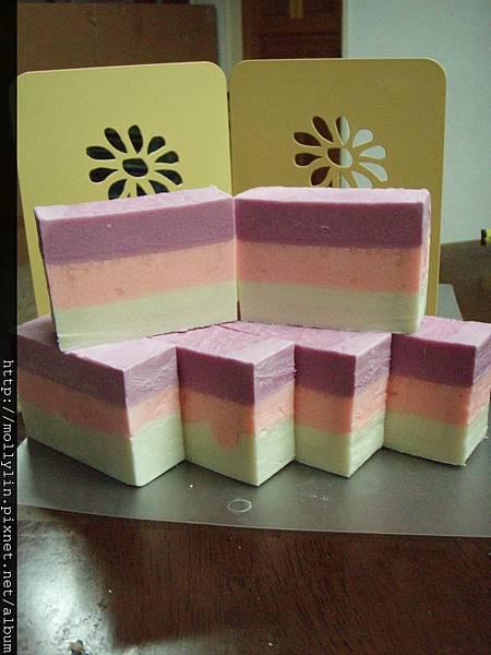 molly玩皂*~母乳分層皂~*