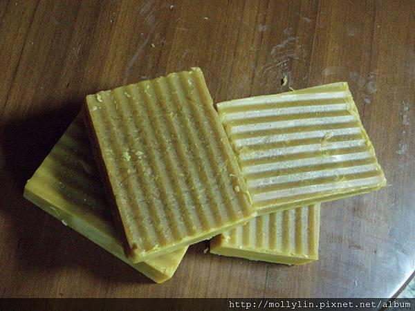 molly玩皂*~葡萄籽雪松穀奶皂~*