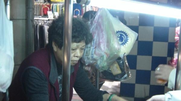 2008.12.27_基隆廟口~好喝解渴的10元紅茶冰_0002.jpg