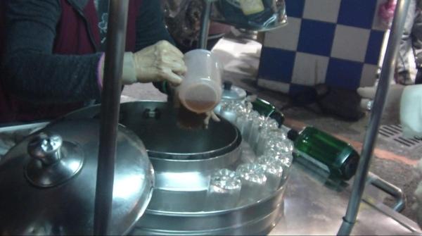 2008.12.27_基隆廟口~好喝解渴的10元紅茶冰_0003.jpg