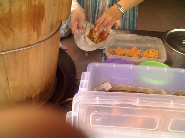 2009.06.01_早餐吃這個~傳統糯米飯糰_0004.jpg
