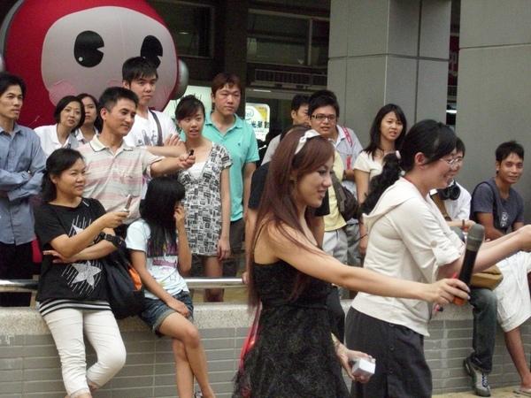2009.07.18_光華數位新天地~周年慶記者會之美眉主持人與單車特技表演_0002.JPG