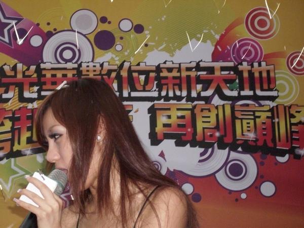 2009.07.18_光華數位新天地~周年慶記者會之美眉主持人與單車特技表演_0007.JPG
