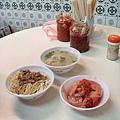 豬腸酸菜湯好喝~筍絲肉圓也不賴!
