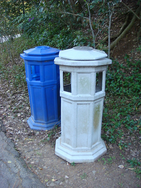有造型的垃圾桶 看起來順眼多了