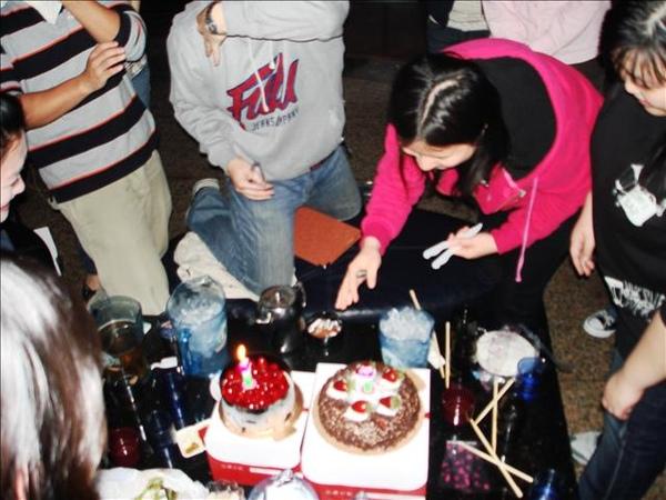 5月壽星切蛋糕嚕